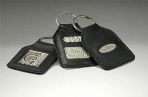 01156met-leather keyrings