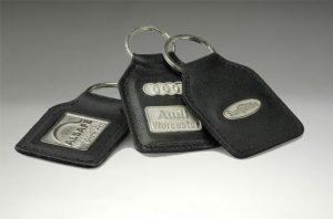 01156met-leather keyrings